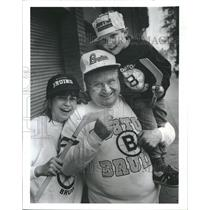 1988 Press Photo Bruins Fans Katie Costello, Roger Bauman, and G. W. White