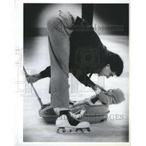 1984 Press Photo Boston Bruins Goalie Pete Peeters Daughter Chelsea - RSH65957