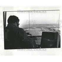 1976 Press Photo Airport Traffic Controllers Ohare Fiel - RRV43773