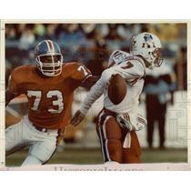 1991 Press Photo Broncos' Simon Fletcher closing in on Patriots' Hugh Millen