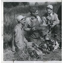1945 Press Photo Otto Marxen and Orville Querfeld on pheasent hunting trip