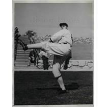 1934 Press Photo White Sox Pitcher Phil Gallivan Warming Prior to Practice Game