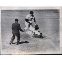 1956 Press Photo Milwaukee Brewers Dick Covington & Bobby Thompson During Game