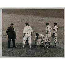 1935 Press Photo Mark Koenig of New York Giants, Spiked at First Base