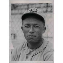 1937 Press Photo James Outlaw Rookie Infielder Cincinnati Reds Training Camp