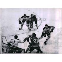 1963 Press Photo Maple Leafs, Don Simmons Tom Horton vs Blackhawks Stan Mikita