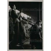 1936 Press Photo Candid Pic of Fans at Game Between Yankees & Giants
