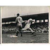 1934 Press Photo Boston Red Sox 3rd Baseman Bishop During Detroit Tigers Game