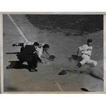 1943 Press Photo Charlie Mead, New York Giants, Clyde Klutz, Boston Braves