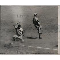 1935 Press Photo NY Giants Leiber safe at 2nd base - nea12460