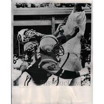 1966 Press Photo Raiders Tom Keating vs NY Jets Atkinson,Dave Berman - nea07917