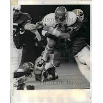 1970 Press Photo Chiefs Marvin Upshag stopped by St Louis Card D Olerich