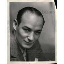 1935 Press Photo Ted Husing, CBS Ace Sportscaster Announcer and TV Reporter.