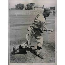 1935 Press Photo Lonnie Warneke, pitcher for the Chicago Cubs - nea07558