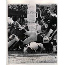 1965 Press Photo Rudy Bukish Quarterback Bears Touchdown Jim Patton Giants NFL