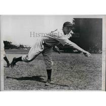 1936 Press Photo NY Yankees player Johnny Broaca