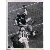 1962 Press Photo JC Caroline of Bears blocks pass to Lew Carpenter of Packers