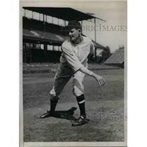 1933 Press Photo Burrell Hurler of Washington Senators baseball - nea08374