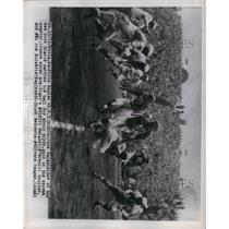 1949 Press Photo Jack Salecheider of NY Giants Gets Big Gain vs. Eagles