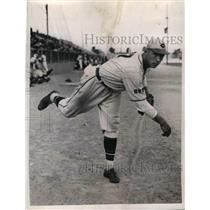 1935 Press Photo Francis Wistert Pitcher For Cincinnati Reds At Training Camp