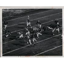 1950 Press Photo John Hoffman, Bears, picks up 8 yards against the Lions.