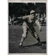 1939 Press Photo St. Louis Cardinals Pitcher Kenneth D. Raffensberger Training