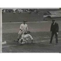 1934 Press Photo Detroit Centerfielder White Slides To 3rd Base Vs Yankees