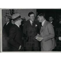 1933 Press Photo George Riley Senators Manager Joe Cronin Mickey Cochrane