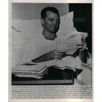 1951 Press Photo LA Rams player Tom Fears in the hospital - nea18576