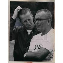 1952 Press Photo Cleveland Browns Coach Blanton Collier & Jim Nimowski
