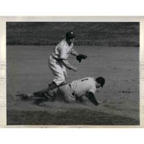 1943 Press Photo George Case Giant John Sullivan Polo Grounds Washington Senator