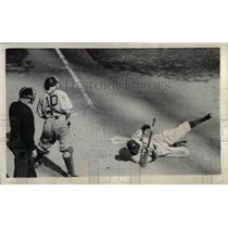 1942 Press Photo Babe Young Center Fielder Giants Dodges Ball Kirby Higbe Dodger