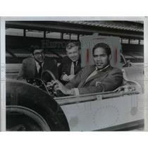 1969 Press Photo O. J. Simpson at the Indianapolis 500 track - nea14597
