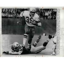 1972 Press Photo Calvin Hill runs over Jim Mitchell, in Texas Stadium