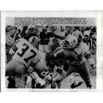 1972 Press Photo Parriots Josh Ashton Gains Yards Vs Redskins Fischer & McIntosh
