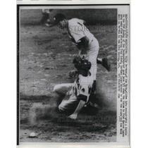 1960 Press Photo Billy Gardner of the Washington Nationals, Yankees Tony Kubek