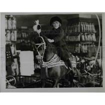1922 Press Photo Decorated Horse with New Owner in London Store