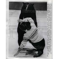 1969 Press Photo Philadelphia Basketball fans bear wrestle Phils Vs San Diego