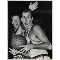 1961 Press Photo Tom Meschery Philadelphia Warriors Clyde Lovel St Louis Hawks