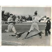 1940 Press Photo Pete Angell, Ed Levy, 1st baseman