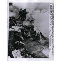 1959 Press Photo Firemen in Wreckage of TWA Constellation Crashed Thunderstorm