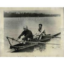 1927 Press Photo Joe Wright Jr. and Sr. practice for Heneey Diamond Sculls race