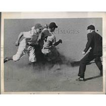 1945 Press Photo Washington Infielder George Wyatt Tagged Out at Second