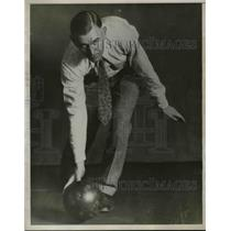1930 Press Photo Walter Ward, Bowler