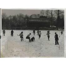 1933 Press Photo All Philadelphia Team meet Bryn Mawr College Hockey Team.
