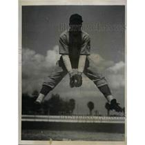 1939 Press Photo Charles Glock, Trying out for Cincinnati Reds