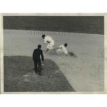 1934 Press Photo Rogell Tigers out at second inning
