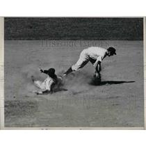 1939 Press Photo Mike Tresh Of Chicago White Sox Forced Out At 2nd Base