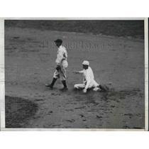 1934 Press Photo Higgins & Philadelphia Athletics Defeat Yankees at Philadelphia