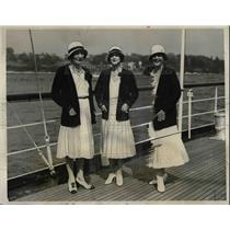 1931 Press Photo Harvard University Boat Racers Mrs. Douglas & Mrs.Vanderbilt